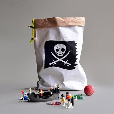0 Paperbag for paperbag holder -paperipussi telineeseen Dots, Pirate